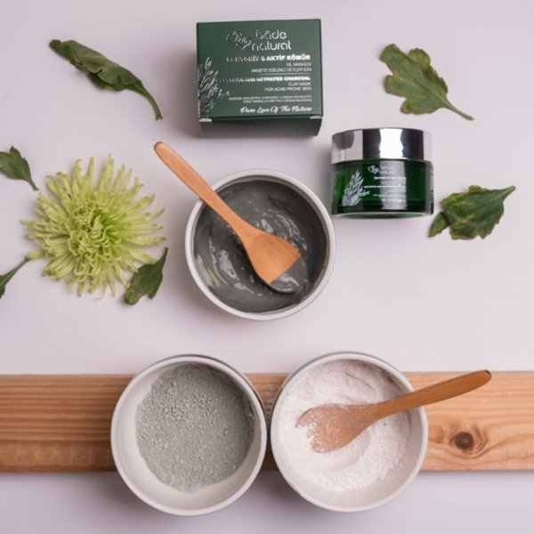 Bade Natural Bentonite And Activated Charcoal Clay Mask For Acne-Prone Skin